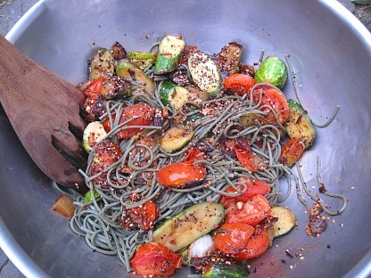 mugwort noodles with veggies